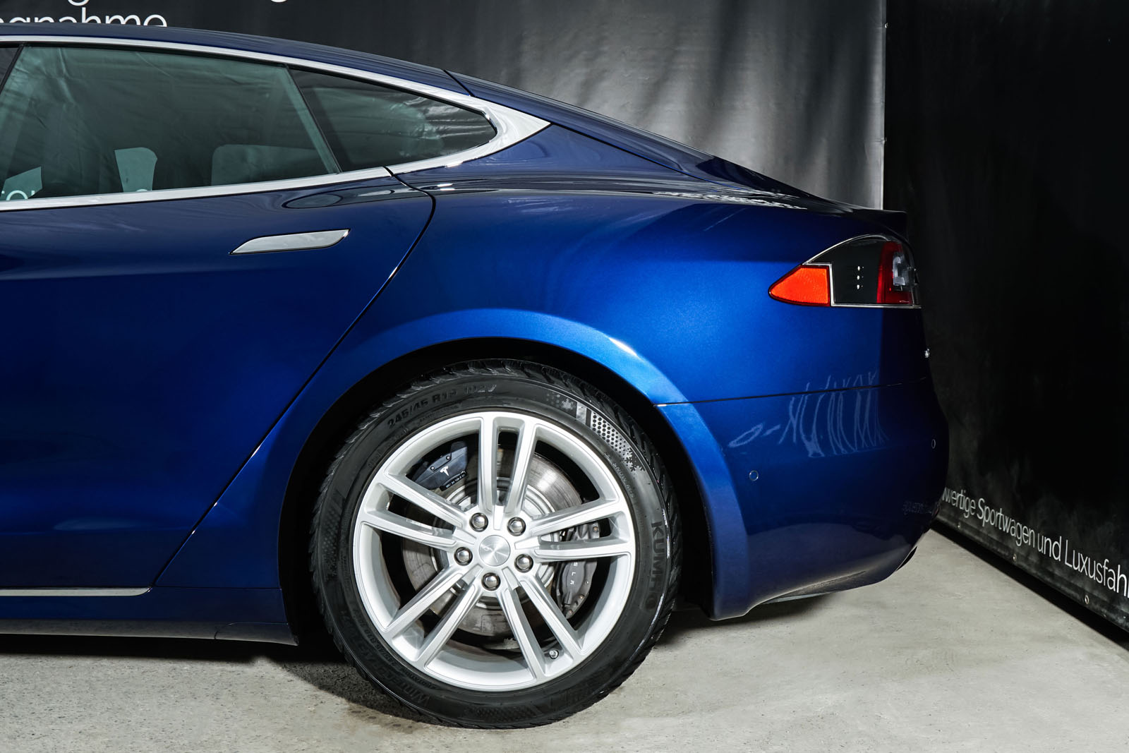 Tesla_ModelS_90D_Blau_Schwarz_Tes-0513_4_w