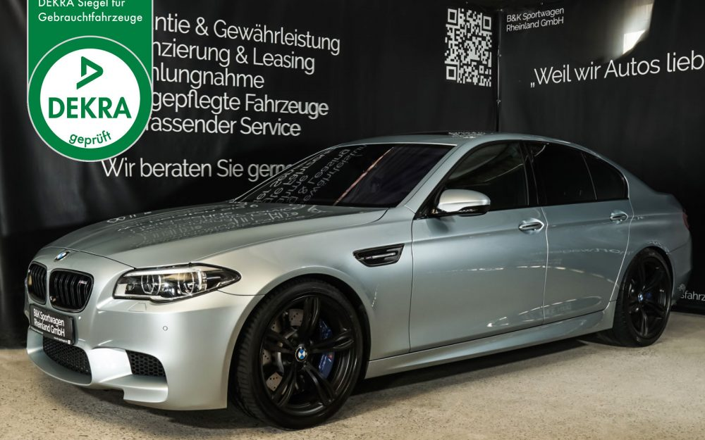 BMW_M5_Silber_Schwarz_BMW-7155_Plakette_w