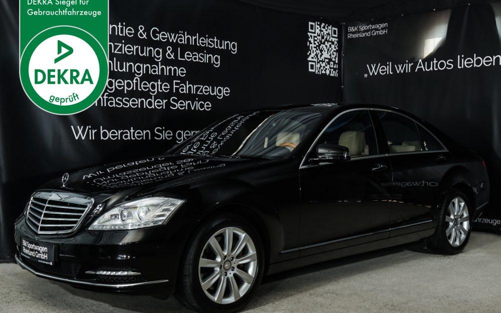 Mercedes-Benz_S500_Schwarz_Cremeweiss_MB-1871_Plakette_w