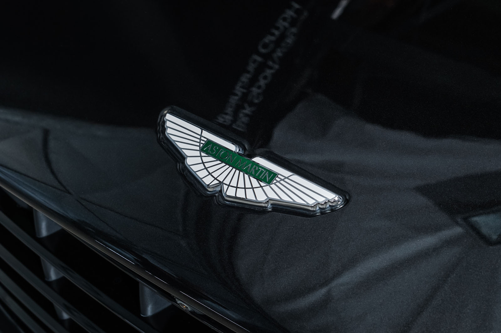 Aston-Martin_DB11_CeramicBlack_Schwarz_AM-1916_14_w