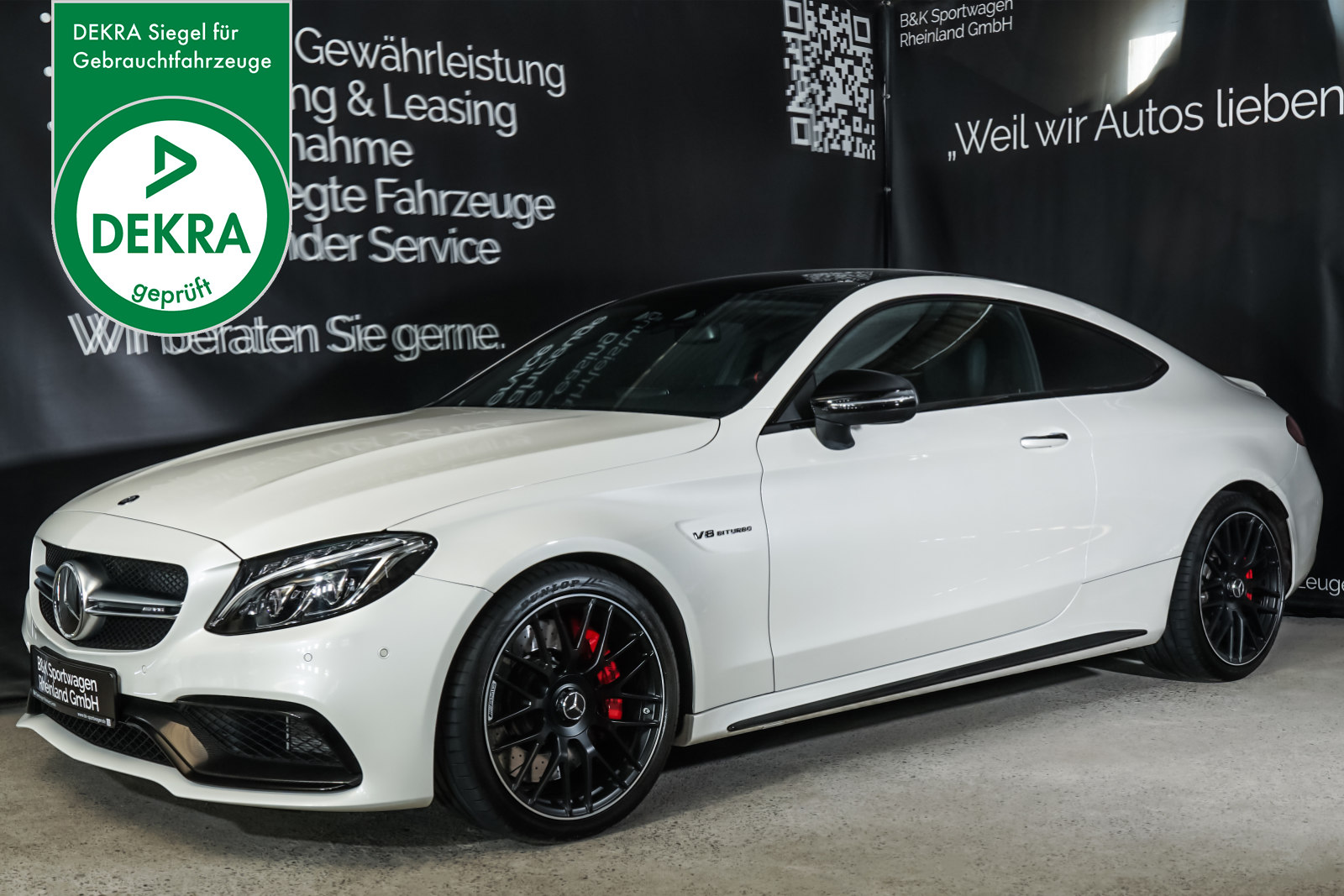 Mercedes-Benz_C63S_AMG_Coupe_Weiss_SchwarzRot_MB-9509_Plakette_w