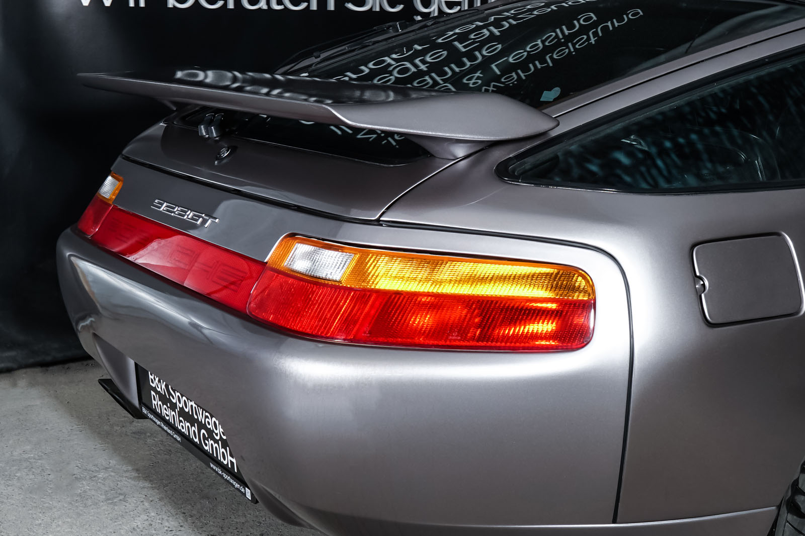 Porsche_928_Grau_Schwarz_POR-0325_18_w