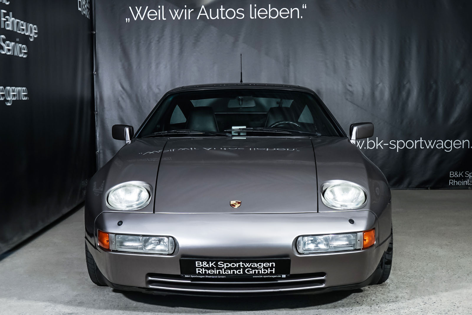 Porsche_928_Grau_Schwarz_POR-0325_1_w
