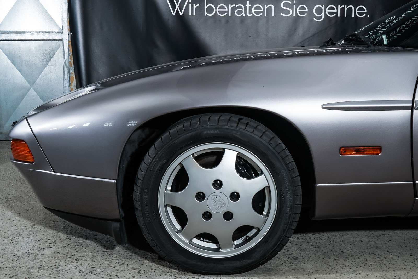 Porsche_928_Grau_Schwarz_POR-0325_3_w