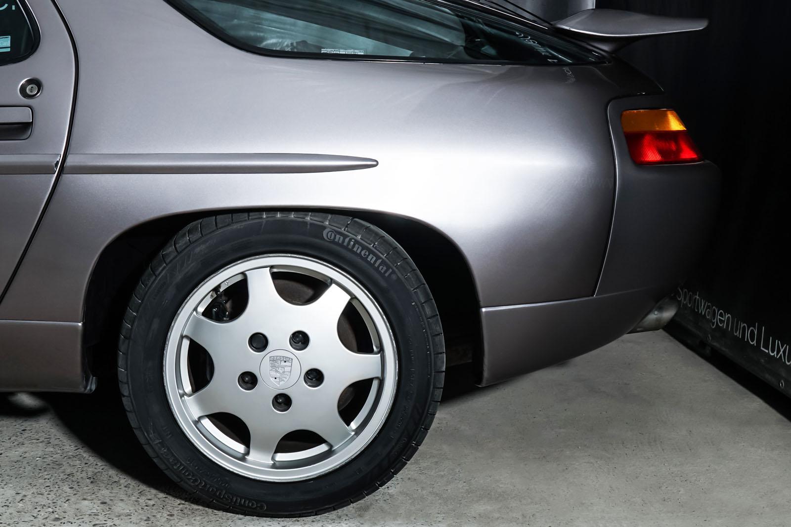 Porsche_928_Grau_Schwarz_POR-0325_4_w