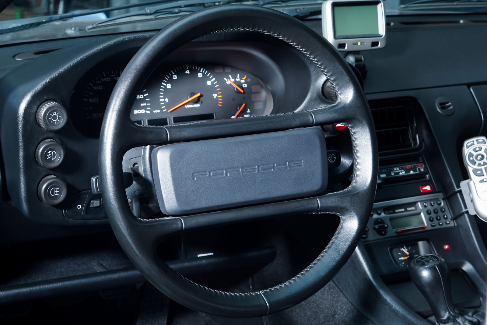 Porsche_928_Grau_Schwarz_POR-0325_9_w