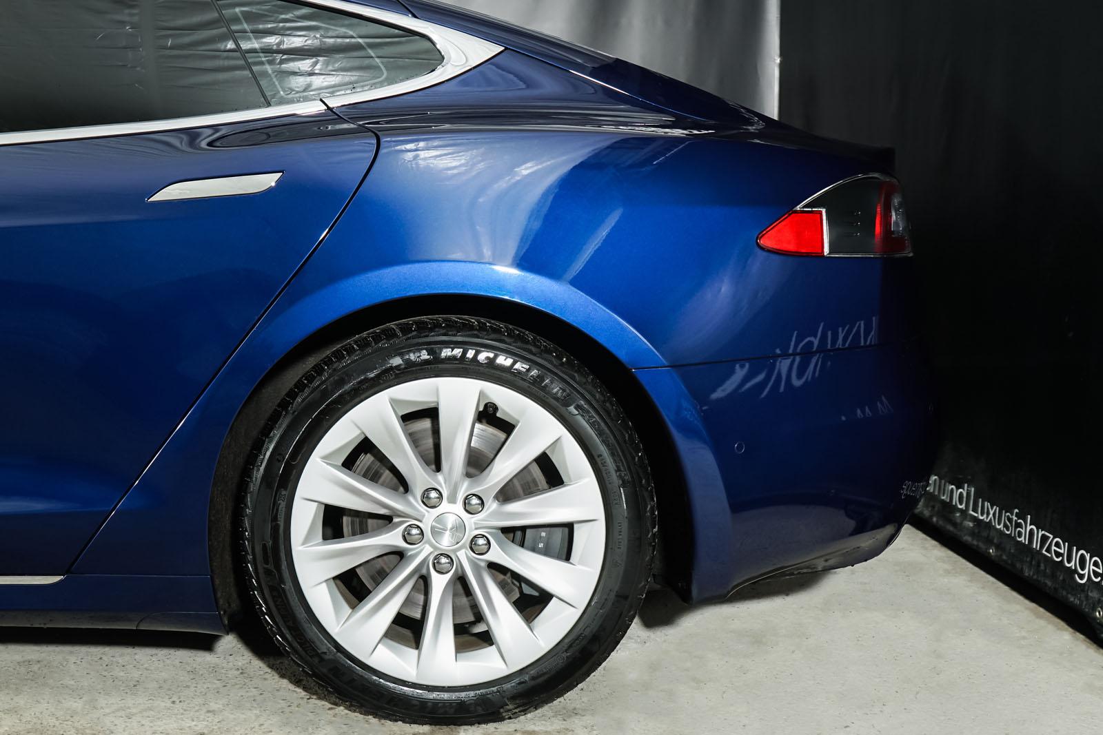 Tesla_ModelS_75RWD_Blau_Schwarz_TES-5563_4_w