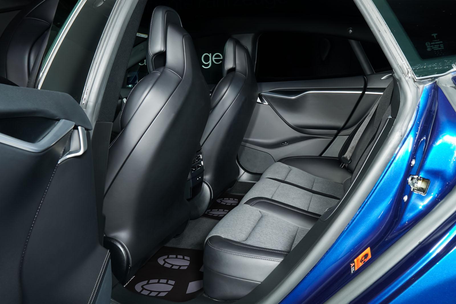 Tesla_ModelS_75RWD_Blau_Schwarz_TES-5563_6_w