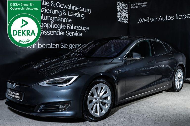 Tesla_ModelS_Dunkelgrau_Schwarz_TES-6437_Plakette_w