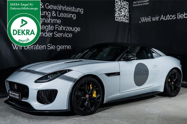 Jaguar_Project7_Weiss_Schwarz_JAG-0829_Plakette_w
