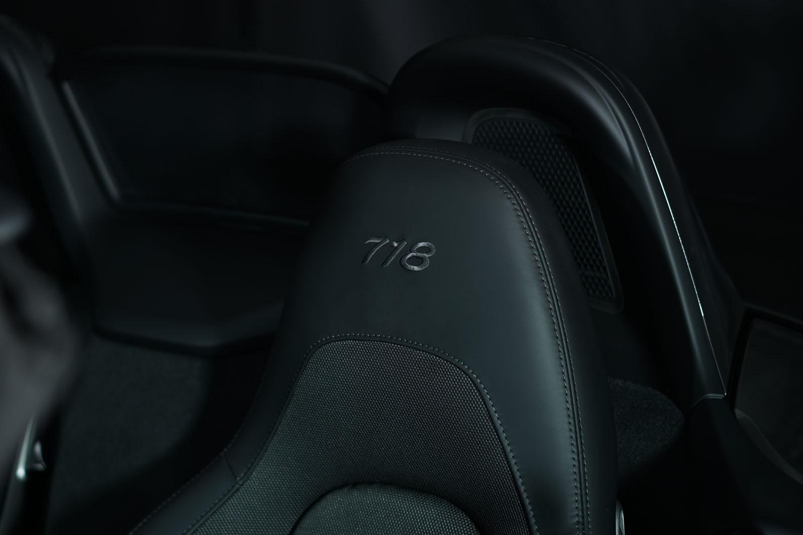 Porsche_718_BoxsterT_Schwarz_Schwarz_POR-1718_14_w