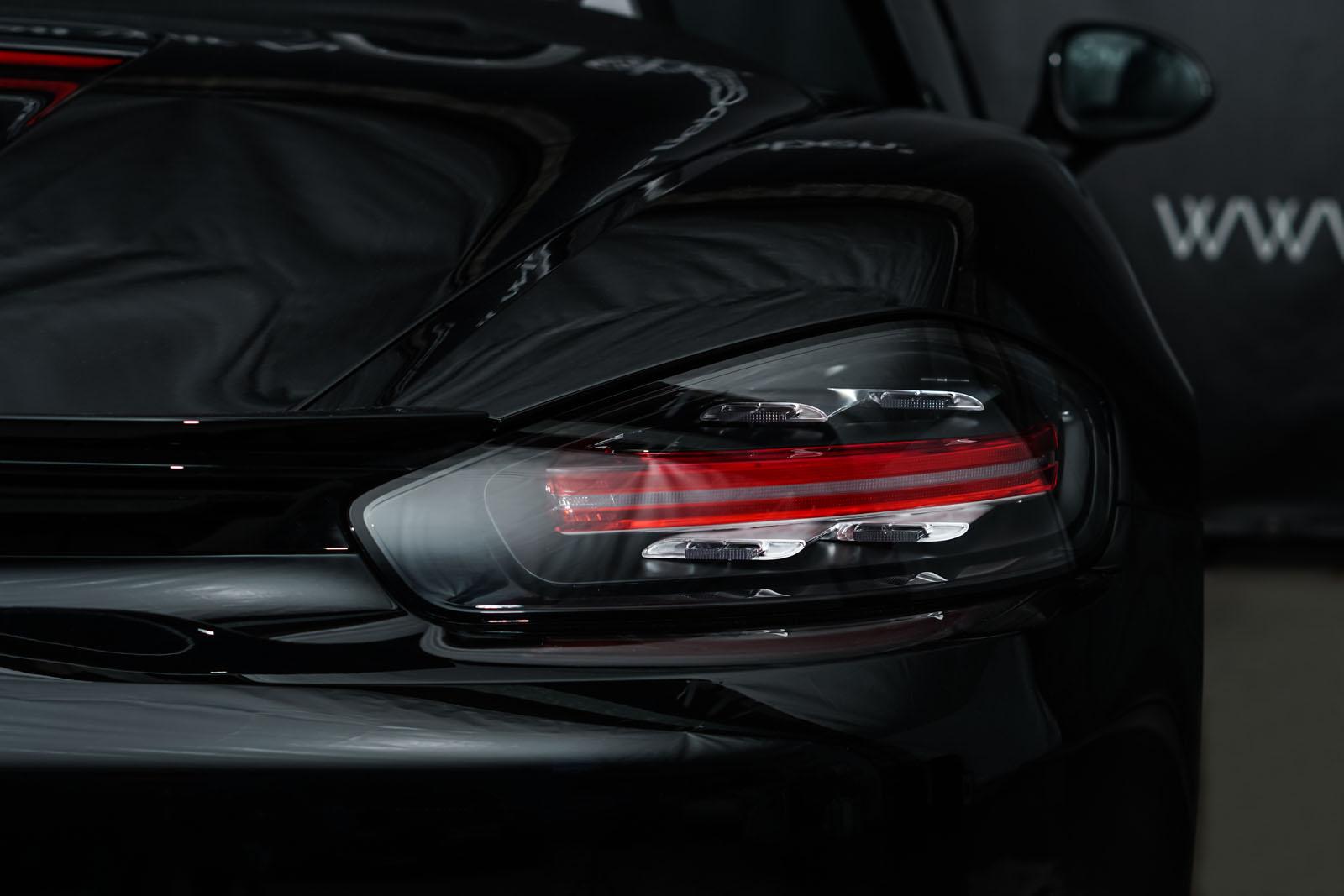 Porsche_718_BoxsterT_Schwarz_Schwarz_POR-1718_18_w