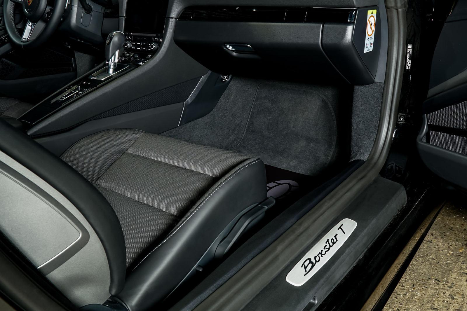 Porsche_718_BoxsterT_Schwarz_Schwarz_POR-1718_23_w