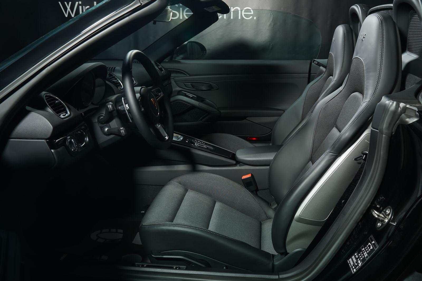 Porsche_718_BoxsterT_Schwarz_Schwarz_POR-1718_9_w