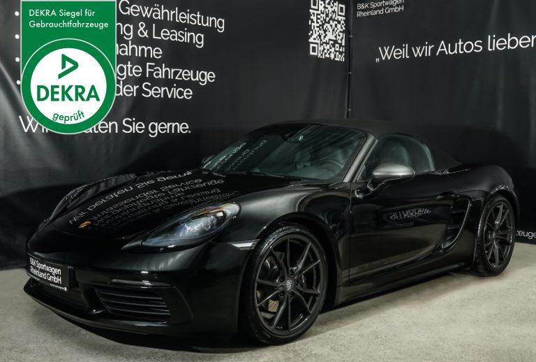 Porsche_718_BoxsterT_Schwarz_Schwarz_POR-1718_dekra_Plakette_w