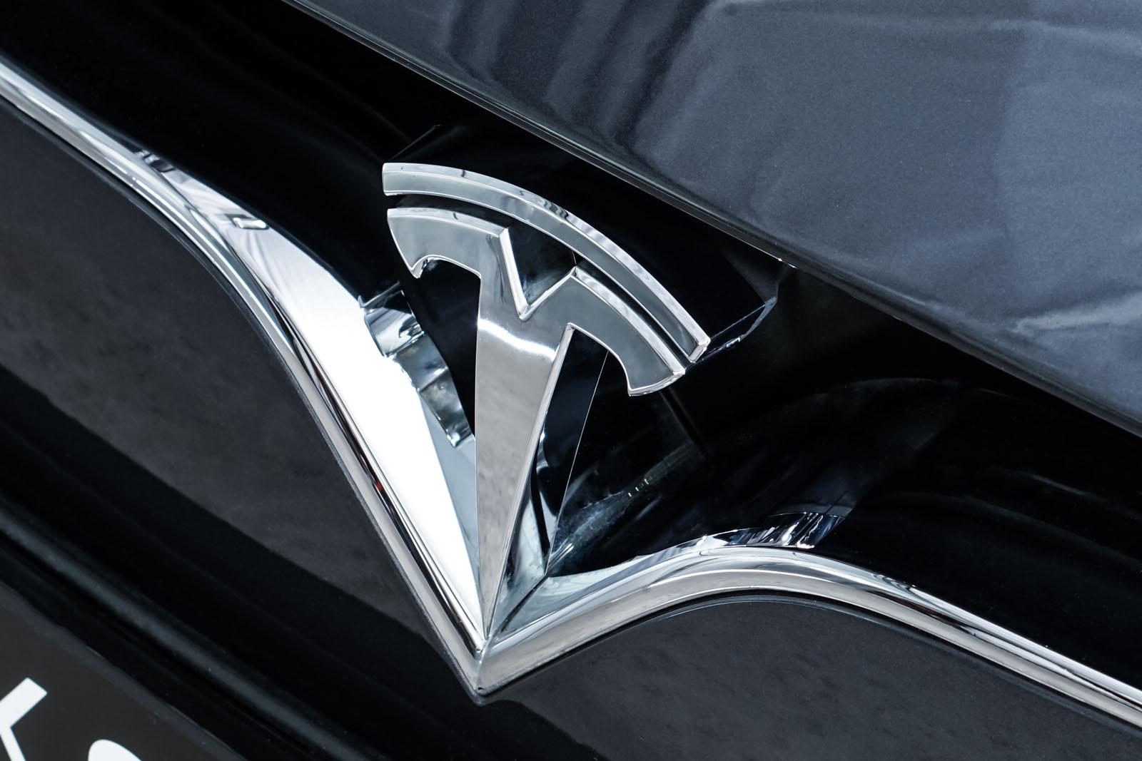 Tesla_ModelS_P100D_MidnightSilver_Schwarz_TES-6539_12_w