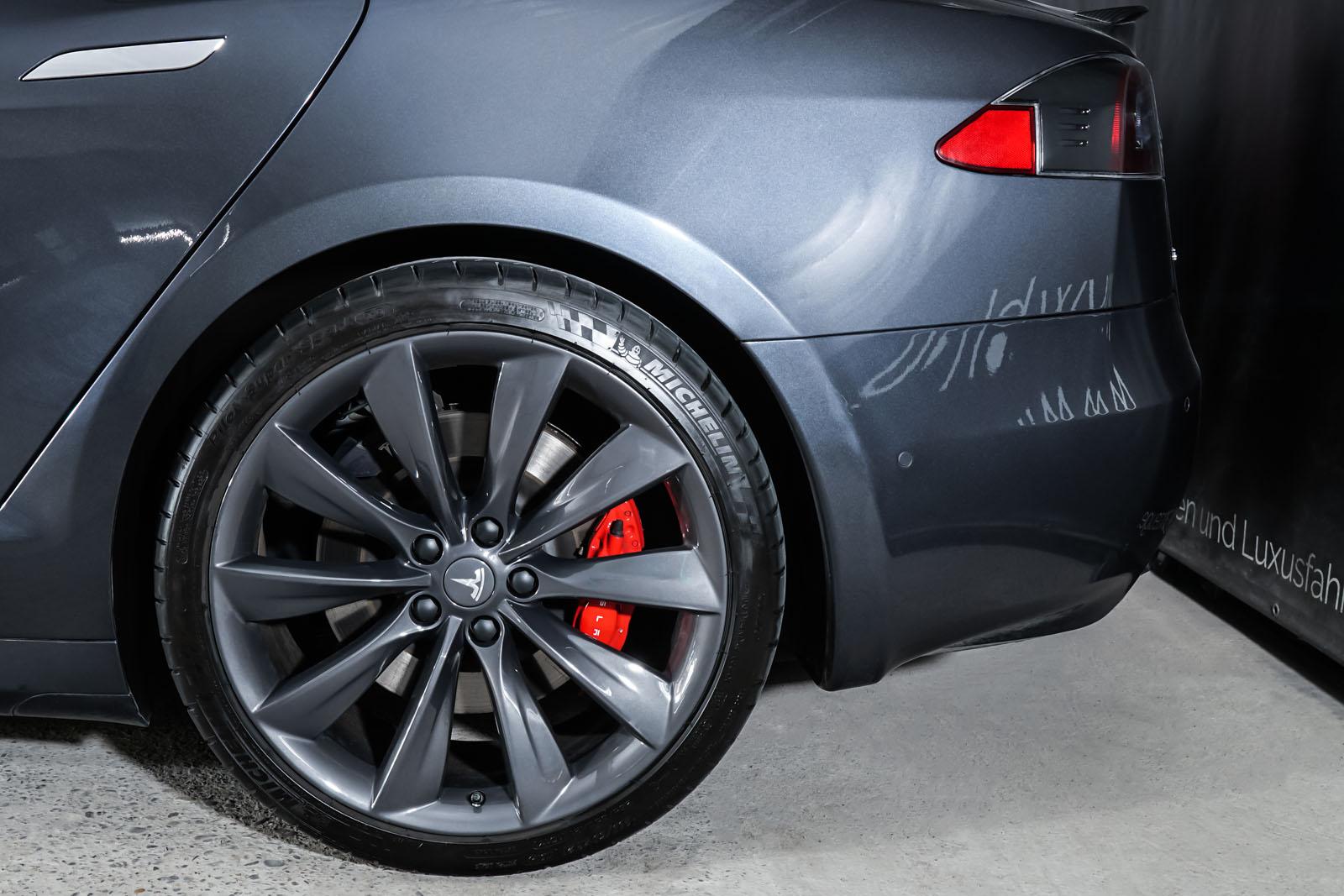 Tesla_ModelS_P100D_MidnightSilver_Schwarz_TES-6539_4_w
