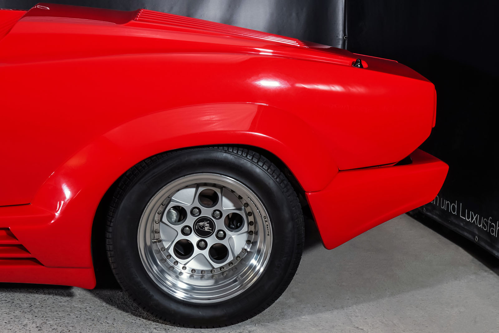 Lamborghini_Countach_Rot_Schwarz_LAM-2811_6_w
