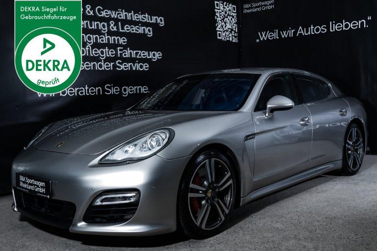 Porsche_Panamera_Turbo_SilberMetallic_Blau_POR-0433_Plakette_w