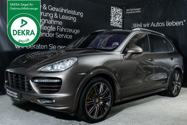 Porsche_Cayenne_Turbo_Braun_BeigeBraun_POR-1465_Plakette_w