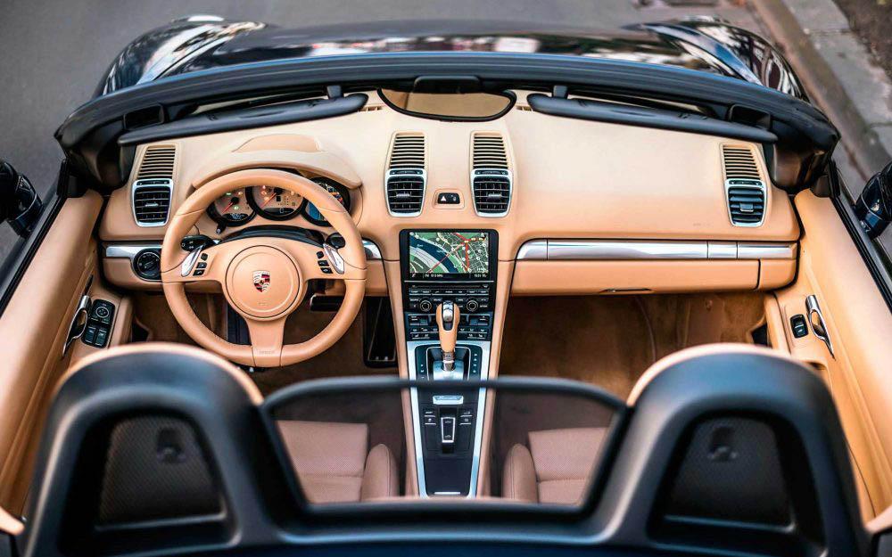 Porsche_Boxster_981_Innenraum_Luxorbeige_Cabrio_Nachtblau_Duesseldor_Sportwagen