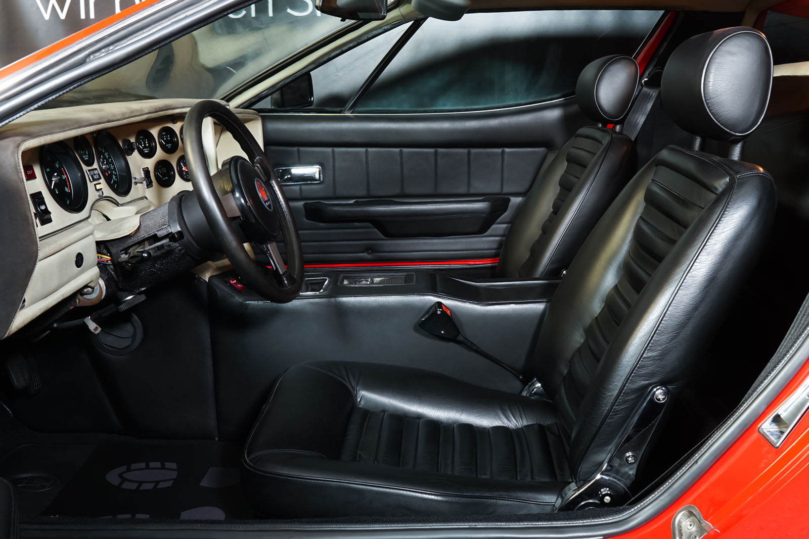 Maserati_Merak_Rot_Schwarz_MAS-4094_7_w