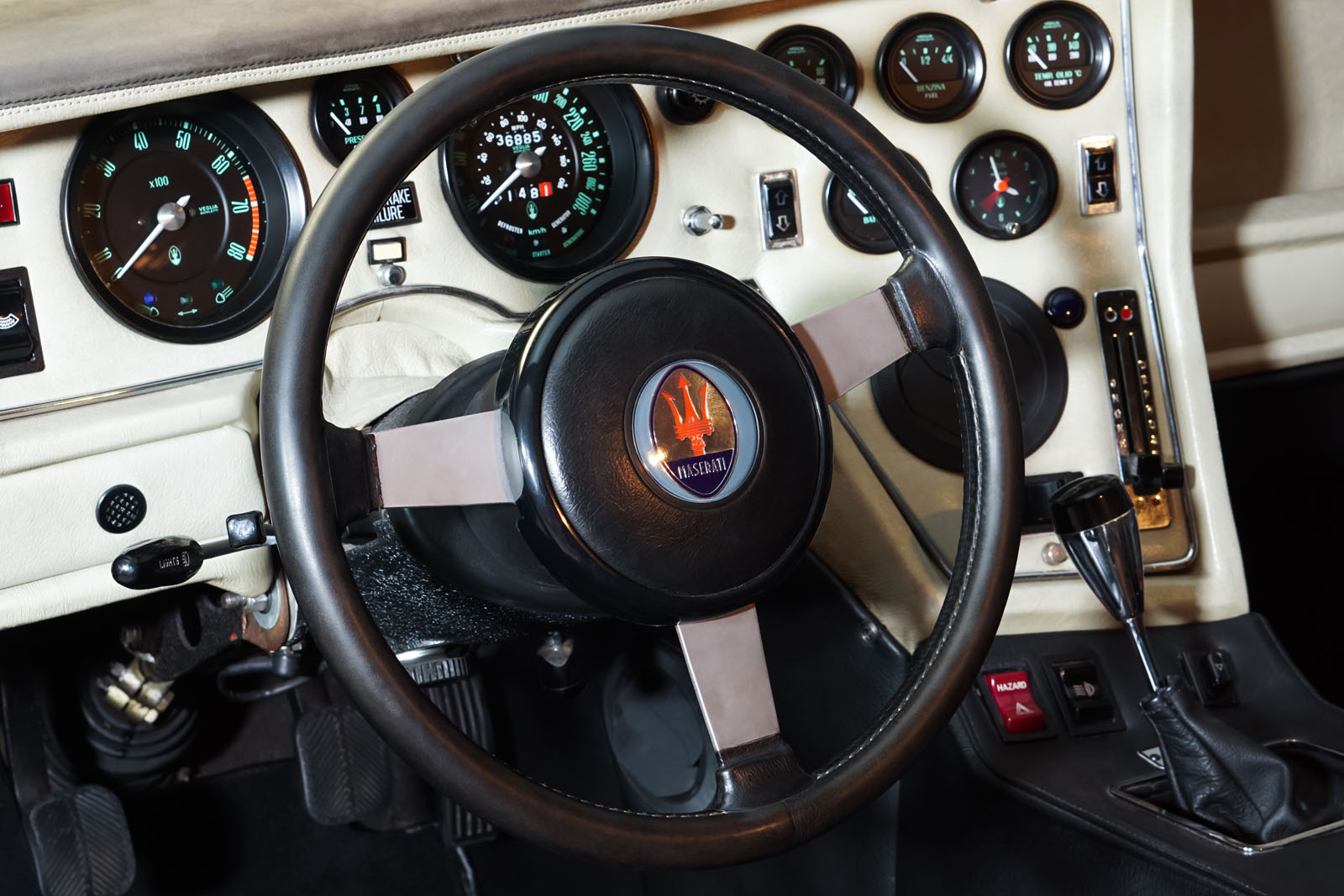 Maserati_Merak_Rot_Schwarz_MAS-4094_8_w