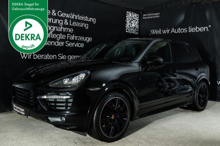 Porsche_Cayenne_GTS_Schwarz_Schwarz_POR-3443_Plakette_w