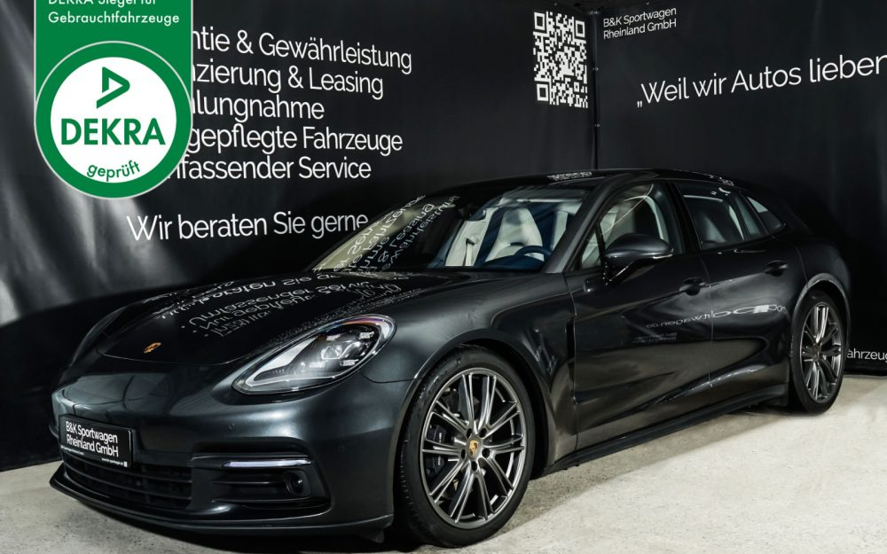Porsche_Panamera4_SportTurismo_Grau_Weißgrau_POR-0979_Plakette_w