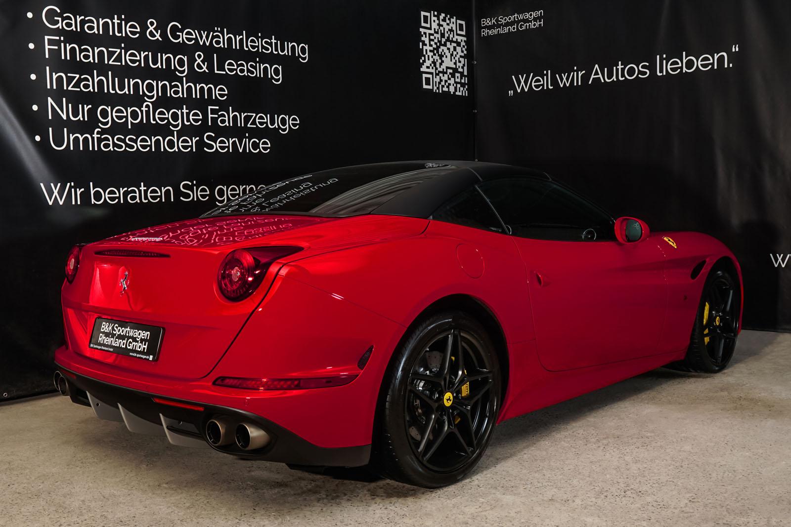 Ferrari_CaliforniaT_Rot_Schwarz_FER-7119_15_w