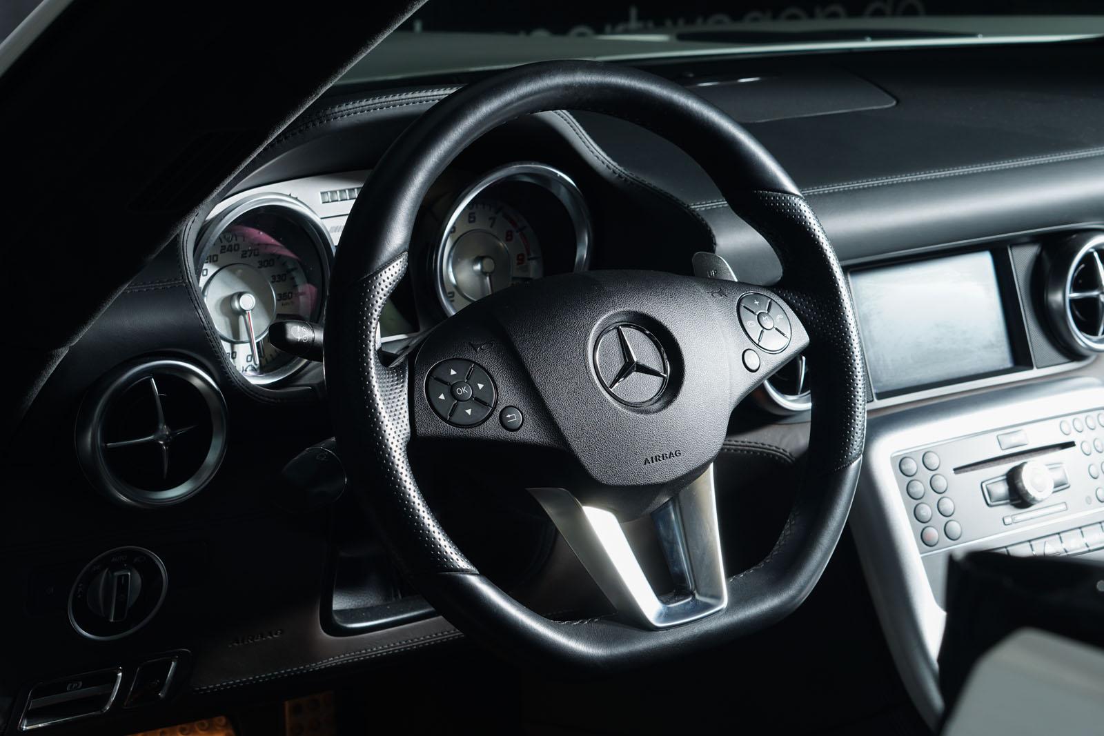 Mercedes-Benz_SLS_AMG_Roadster_Weiß_Braun_MB_7879_10_w